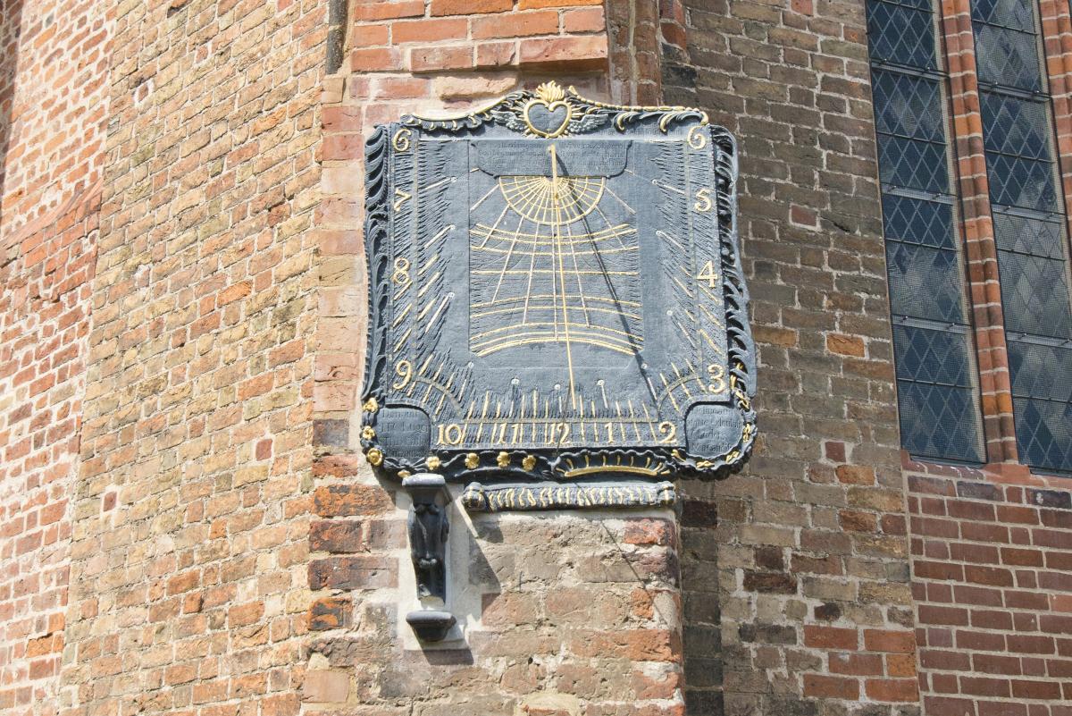 Stiftskirche Bützow, Lüders-Karsten'sche Sonnenuhr