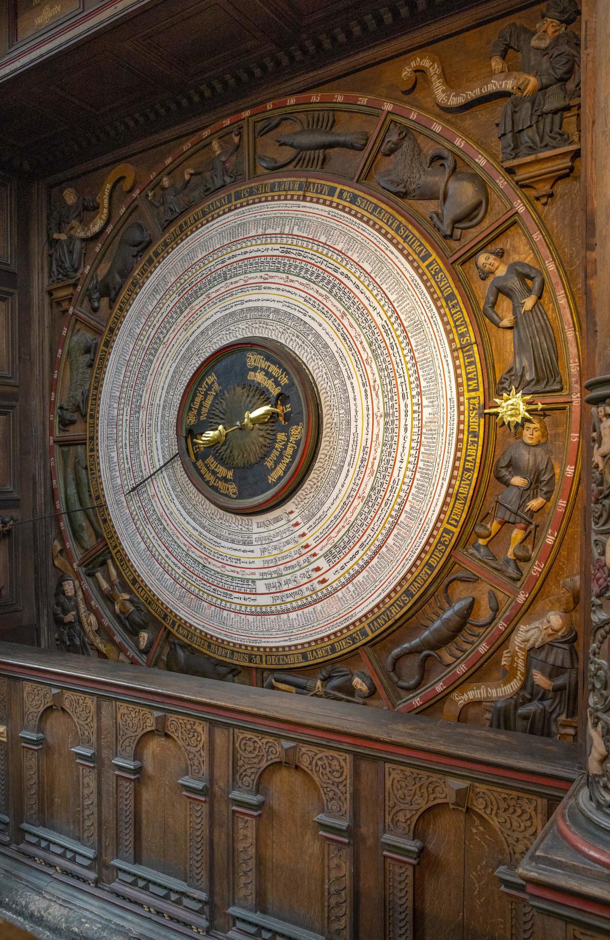 St.-Marien-Kirche, Astronomische Uhr, unterer Teil