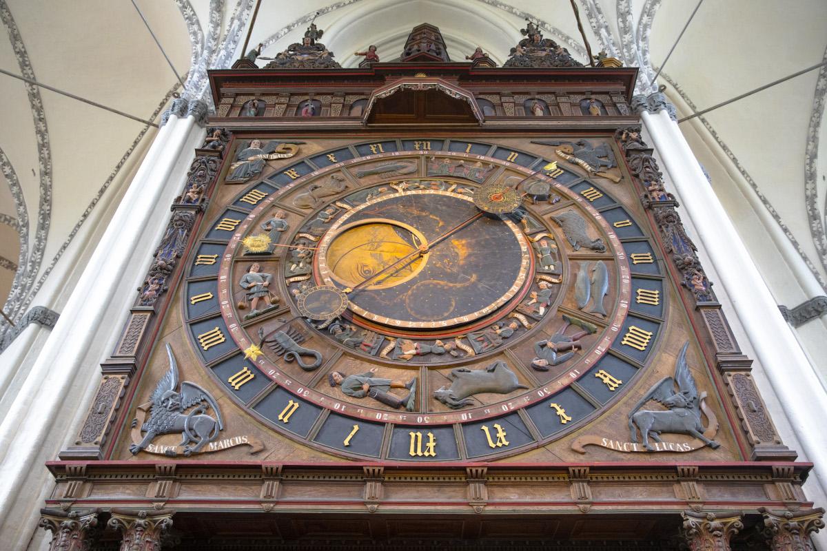 St.-Marien-Kirche, Astronomische Uhr, oberer Teil