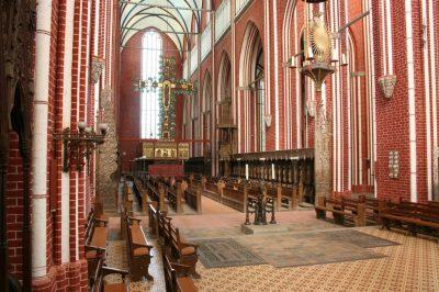Münster innen, Blick auf den Altar, Bad Doberan