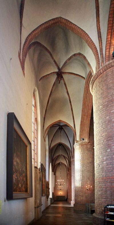 St.-Nikolai-Kirche, Blick ins Seitenschiff, Flensburg