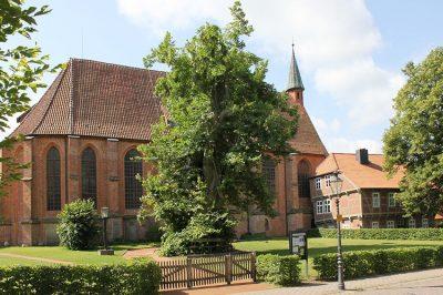 Kloster Isenhagen, Kirche