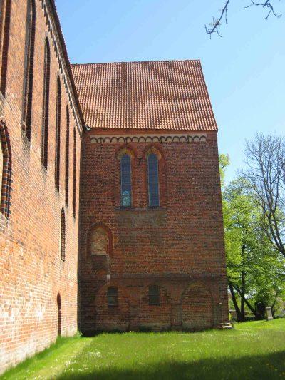 Klosterkirche St. Maria Sonnenkamp, Blick auf das Querschiff und Ansatzspuren des Kreuzgangs, Neukloster