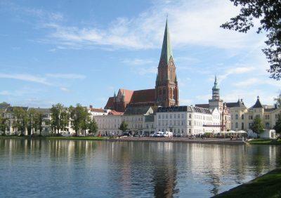 Dom zu Schwerin, Nordseite, Pfaffenteich im Vordergrund