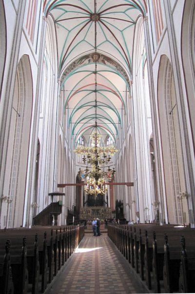 Dom zu Schwerin, Blick auf den Altar