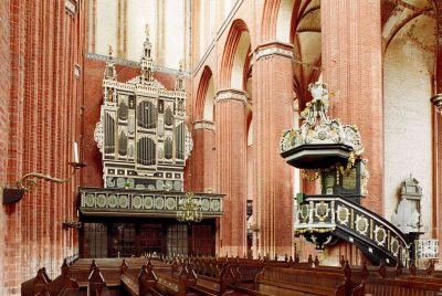 Nikolaikirche, Altar und Kanzel, Wismar