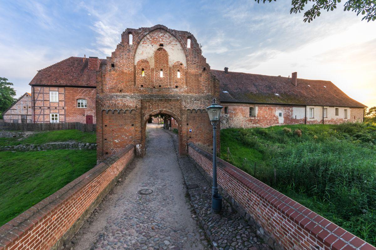 Höhenburg, unteres Tor, Burg Stargard